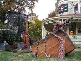 Cool Diy Outdoor Halloween Decorations by Best 25 Pirate Halloween Decorations Ideas On Pinterest Spooky