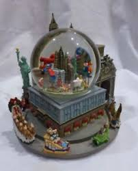 2004 macy s thanksgiving day parade musical snow globe towers