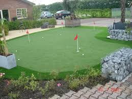 putting green de golf con cesped artificial