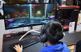 chambre de gamer week 17 pc master race sur le stand materiel