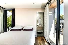 chambre avec salle de bain amenagement chambre parentale avec salle bain les avantages de la