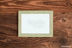 cornice fotografica tavola con cornice fotografica orizzontale stock photo and