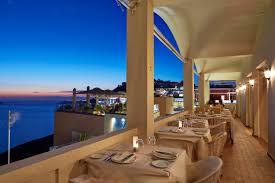 five distinctive restaurants in santorini athinorama suggests