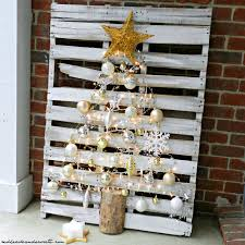 turn a wood pallet into a christmas tree home design garden