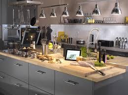 cuisine avec plan de travail en bois cuisine quel matériau choisir pour le plan de travail