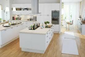 cuisine blanche avec ilot central lot central cuisine cuisine avec lot central coration design ilot