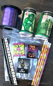 halloween bags to make easy to make halloween party favor bags kicking it with kelly