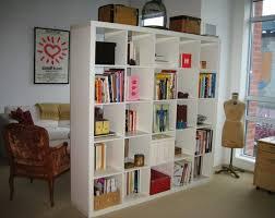 separateur de chambre bibliothèque de séparation de pièce idées décoration intérieure