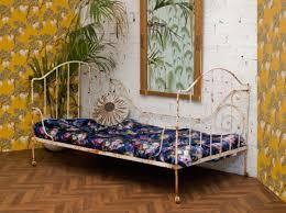 lit canapé fer forgé lit banquette fer forgé blanche arabesque ancienne rétro 1920
