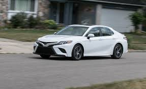 toyota camry 2018 toyota camry se 2 5l test review car and driver