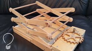 using wood scissor lift using wooden gears