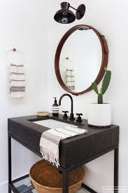 Bathroom Mirror And Lighting Ideas by Best 25 Round Bathroom Mirror Ideas On Pinterest Minimal