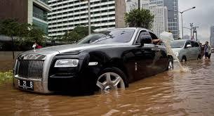 Bathtub Indonesia Rolls Royce Ghost Becomes A Million Dollar Bathtub In Indonesia