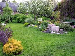 15 small yard landscaping ideas using imagination to highlight