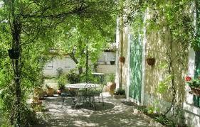 chambres d hotes manosque chambre dhtes un jardin en ville manosque alpes de haute dans