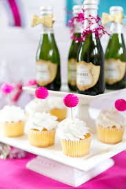 Cupcake Decorating Ideas For New Years Eve by Best 25 New Year Deko Ideas On Pinterest