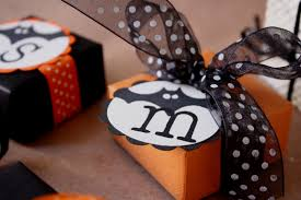 halloween wedding gifts paperturtle it started with a kiss halloween treat box blog