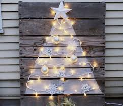 pallet christmas tree diy pallet christmas tree with mini lights crafts a la mode