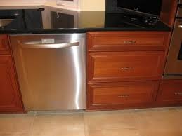 3 drawer kitchen cabinet what size how many knobs and pulls on each drawer