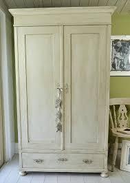 peindre des armoires de cuisine en bois armoire e peindre pour transformer cuisine en peinture pour armoire