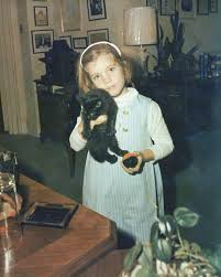 tatiana schlossberg caroline kennedy with cat in the office of president kennedy