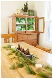 141 best dining room images on pinterest christmas dining rooms 37 wonderful christmas dining room decor ideas 37 wonderful christmas dining room decor with white wall and wooden storage and green table