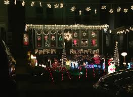 Home Decorated For Christmas by Why Mayfair Neighbors Compete In A U0027clark Griswold Extravaganza