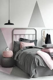 décoration mur chambre à coucher chambre à coucher mur gris blanc et decoration murale design