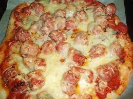 cuisiner des saucisses pizza aux saucisses de toulouse brèves de cuisine