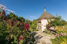 the english cottage gardens structures