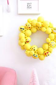 champagne emoji 14 best emoji party ideas images on pinterest emoji 10th