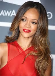 Hochsteckfrisurenen Roter Teppich by Rihanna Frisuren Auf Dem Roten Teppich Mit Rotem Kleid Und Rotem