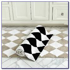 Black White Runner Rug Black And White Checkered Round Rug Rugs Home Design Ideas