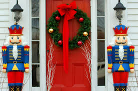 Christmas Decorations For Archway by 25 Outdoor Christmas Decoration Ideas In Pictures