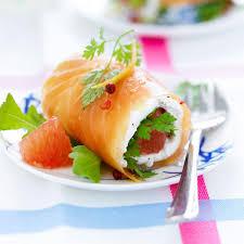 figaro madame cuisine roulés de saumon mariné aux herbes et plemousse une recette