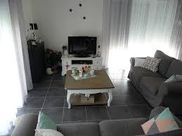 idée de canapé idee deco salon canape noir avec deco salon blanc gris rellik