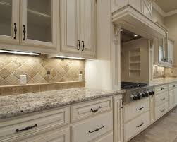kitchen travertine backsplash best 10 travertine backsplash ideas on beige kitchen