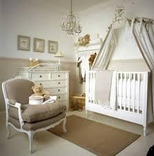 chambre enfant beige et blanc lit de pricesse design fille déco