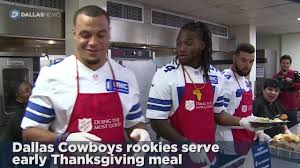 dak zeke join cowboys rookies to serve early thanksgiving dinner
