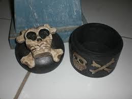 Skull Decor Crossbones Bowling Pin 14