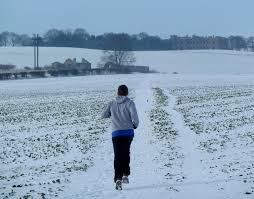 4 ways to stay on track with your running goals during winter