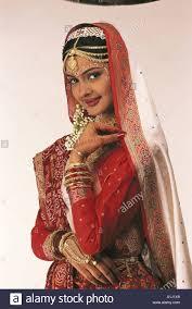 vda76031 south asian indian gujarati bride in wedding dress model