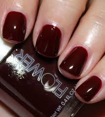 flower nail lacquer in precious poppy and venus flytrap vampy