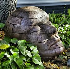 garden ornaments provide an aesthetic appearance in the garden