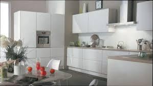 cuisine blanche et mur gris cuisine bois table desserte cuisine bois