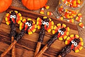 how to turn pretzels into adorable turkeys for thanksgiving