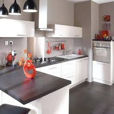 deco cuisine blanche et grise deco cuisine blanche aussi cuisine simp chic plus plan travail deco