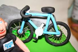 chintzy cakes bike cake and cupcakes