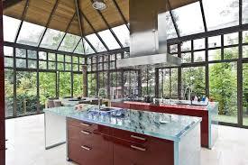 epaisseur plan de travail cuisine 5 plans de travail en verre d exception cuisines et bains