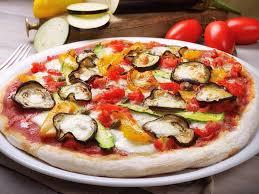 cuisiner une pizza pizza végétarienne recette de pizza végétarienne marmiton